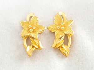 黃金花耳環